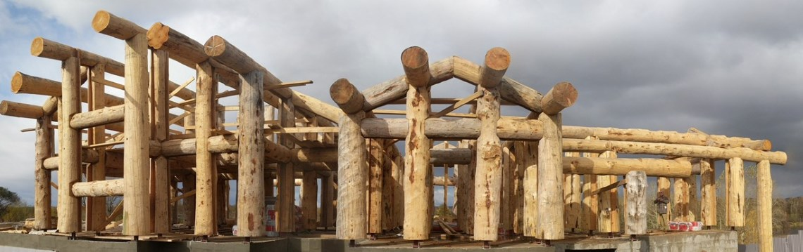 House of large logs. Post and Beam Technology