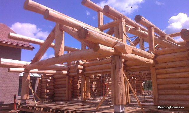 Building a house from red Canadian cedar