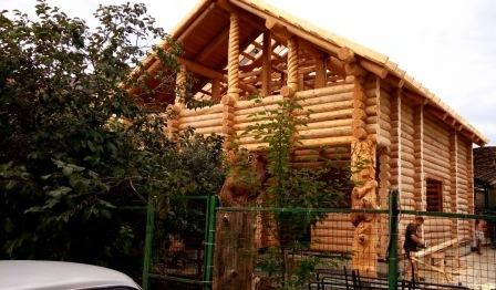 House made of hand-made cedar logs