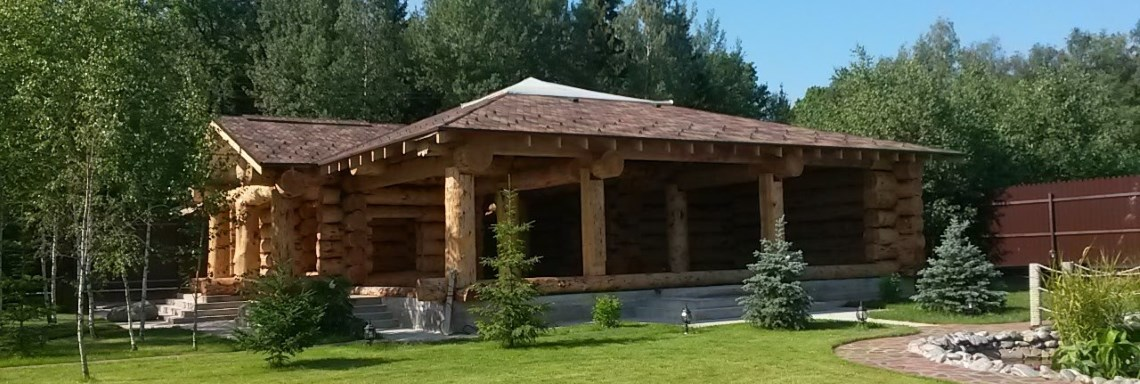 Construction of houses made of cedar logs in the company of Bear Log