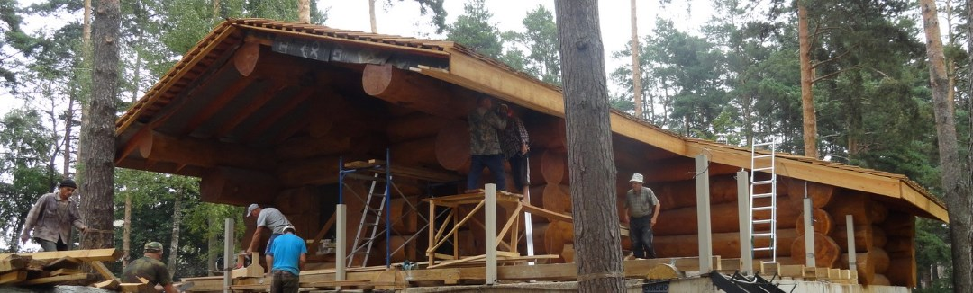 Cedar log houses of large diameter